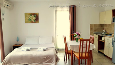 Apartments Gregovic III M&M 4-bed, Petrovac, Montenegro - photo 3