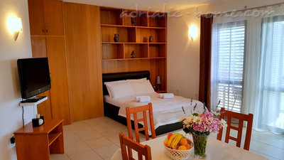 Apartments Gregovic III M&M 4-bed, Petrovac, Montenegro - photo 15