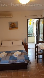 Rooms Gregovic M&M 2-bed, Petrovac, Montenegro - photo 15