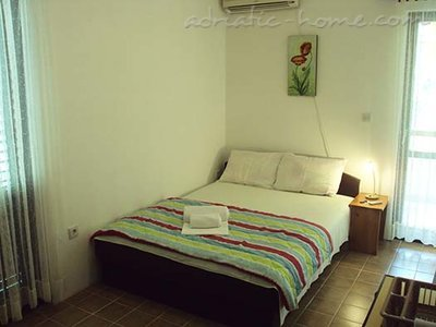 Rooms Gregovic M&M 2-bed, Petrovac, Montenegro - photo 1