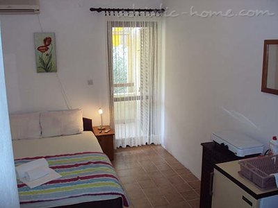 Rooms Gregovic M&M 2-bed, Petrovac, Montenegro - photo 4