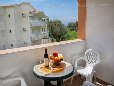 Apartments Androvic 4, Petrovac, Montenegro - photo 10
