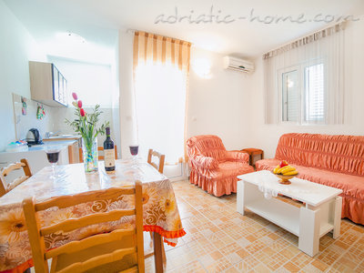 Apartments Androvic 4, Petrovac, Montenegro - photo 2