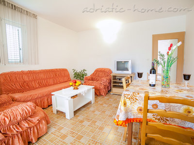 Apartments Androvic 4, Petrovac, Montenegro - photo 4