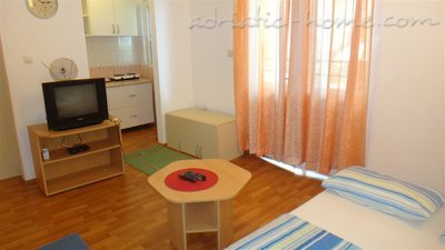Studio apartment Brnović 1, Buljarica, Montenegro - photo 4
