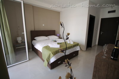 Rooms Le Marc Guesthouse, Budva, Montenegro - photo 1