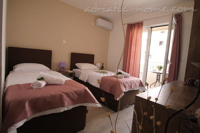 Rooms Le Marc Guesthouse, Budva, Montenegro - photo 6