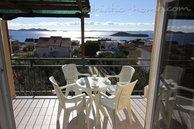 Apartamente Beach house with seaview, Pakoštane, Kroacia - foto 4