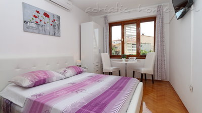 Zimmer Flamingo 2 person double room with private bathroom, Makarska, Kroatien - Foto 1