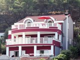 Appartementen Villa Viktorija & Gabrijel directly on sea, private beach and 4 boat landings, Primošten, Kroatië