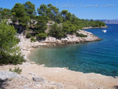 Camere villa welcome 5460 hvar vrboska croazia for Camere croazia